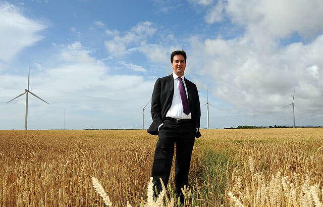 Šéf labouristů EdMiliband vytáhl doboje abude sesnažit navázat naantifosilní zákon legislativou, která rozhýbe další růst obnovitelných zdrojů. Foto archiv britské vlády