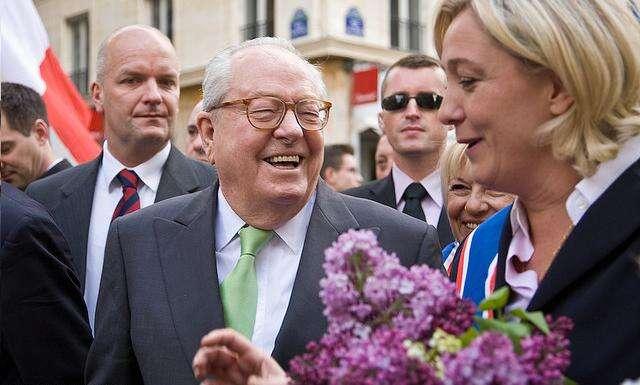 Jean-Marie aMarine LePenovi spolu dnes nemluví. Jejich přístup seale rozlézá pocelé Evropě. Foto Ernst Morales, flickr.com