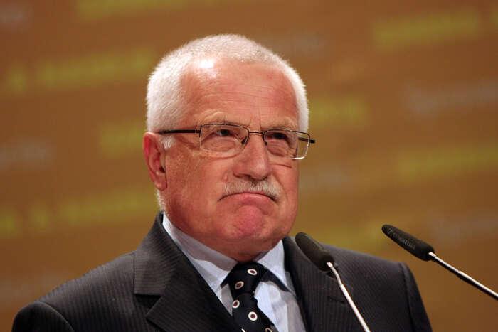 Václav Klaus jetypický politik mediálního věku, jemuž jevíc forma než obsah. Vopačném případě bysi dal víc záležet, jaké hlouposti plantá. Foto Michal Kalášek, Mediafax