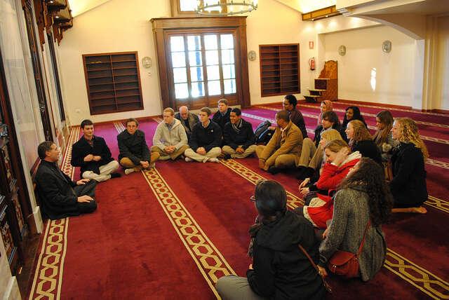 Zákon ocírkvích anáboženských společnostech zná celkem pět zvláštních práv, mezi nima například konání církevních sňatků či zřizování církevních škol.Foto Andrew Gurka, flickr.com
