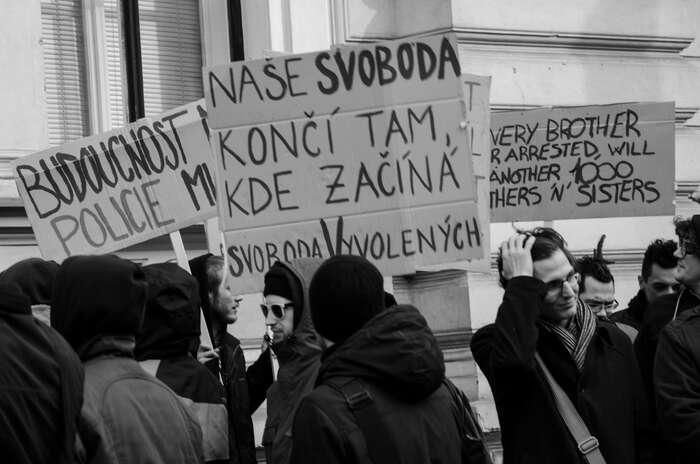 Demonstrace napodporu pražských squatterů. Foto archiv DR
