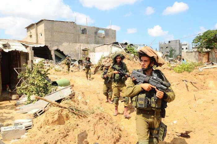 Izraelští vojáci procházejí předměstím Gazy. Foto archiv IDF, flickr.com