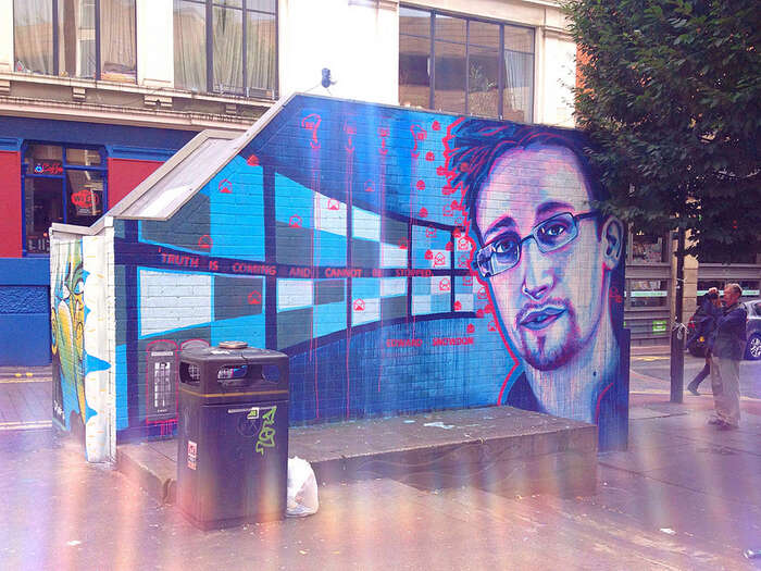 Snowdenův portrét nazdi vManchesteru. Foto Paul Capewell, flickr.com