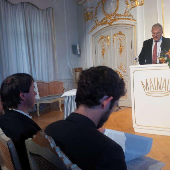 Jaromír Bláha aJiří Koželouh poslouchají laudatio Huberta Weigera. Foto Jakub Patočka, DR