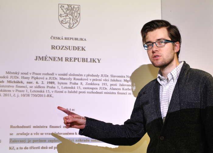 Proměna pražského volebního lídra Jakuba Michálka jeilustrací změn celé Pirátské strany. Foto pirati.cz