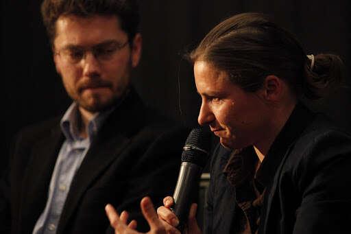 Zora Hesová během diskuze Arabské jaro: Rok poté. Vlevo přihlíží Jan Fingerland. Foto archiv festivalu Jeden svět