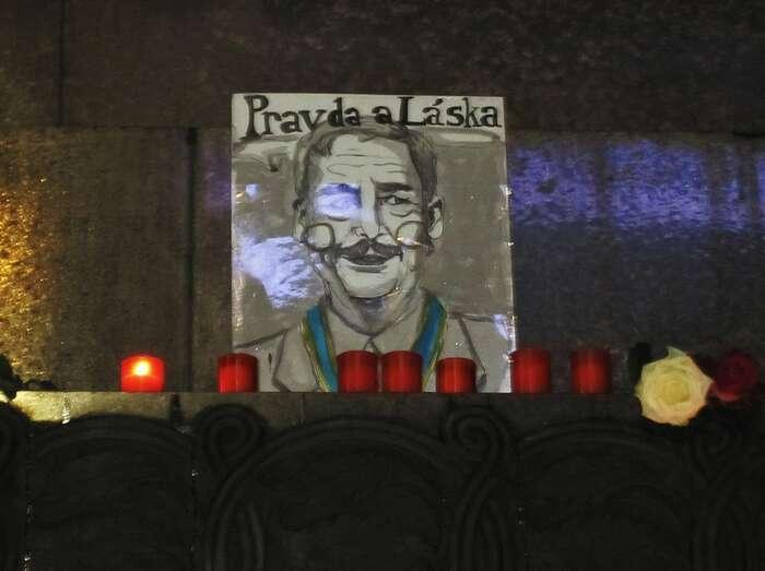 Klasická připomínka Václava Havla zachycená zahraniční turistkou. Foto Megan Ouellettová, flickr.com