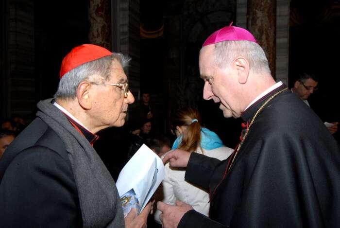 Giovanni Coppa sloužící jako nuncius vČR vletech 1990-2001, zde vrozhovoru splzeňským biskupem Františkem Radkovským. Foto archiv MZV