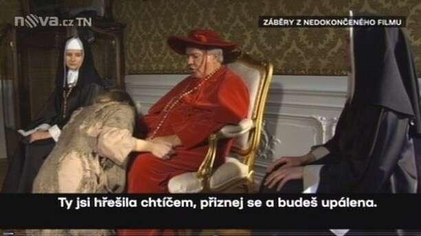 Jaroslav Barták jako kardinál vinkriminovaném pornosnímku. Repro zvysílání TVNova