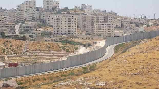 Otázka výstavby separační zdi napalestinském území jejedním zmála případů, kdy ČR izraelskou pozici nepodpořila. Foto Michell Plitnick, lobelog.com