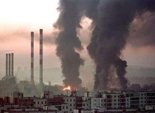 Počty obětí bombardování Jugoslávie jsou dnes odhadovány na500 až 5700. Foto Internet