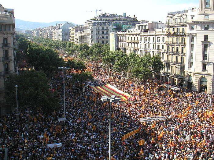 Katalánská nezávislost má dlouhodobě mohutnou podporu. Snímek zdemonstrace vBarceloně. Foto WmC