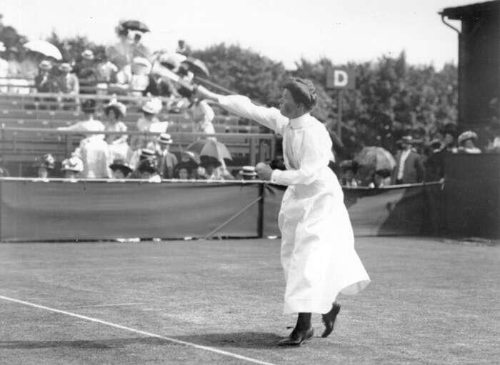 """Britská tenistka Charlote Cooper vyhrála Wimbledon vletech 1895, 1896, 1898, 1901 a1908. Tehdy tobyl """"jenom"""" sport. Foto: blogspot.com"""