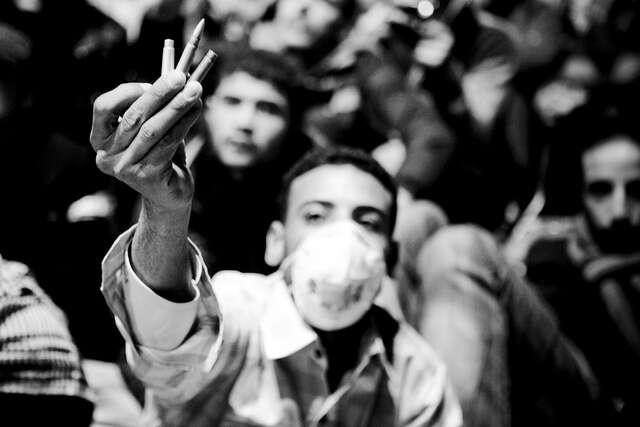 Smrtelný výstřel zpolicejní brokovnice byměl být pro nás apředevším pro ministerstvo zahraničních věcí důkazem, že egyptská junta boj proti terorismu myslí vážně. Foto Hossam el-Hamalawy, Flickr