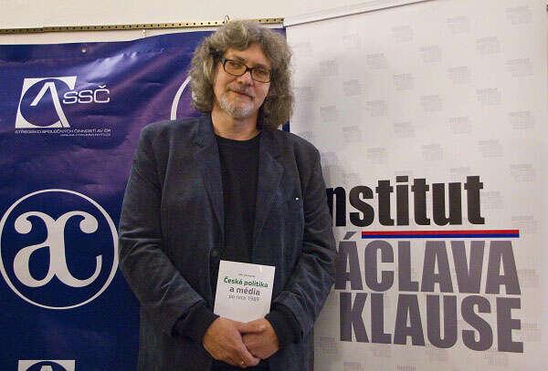 Klausův institut Žantovskému vydal jednu zjeho prací omédiích. Foto Institut Václava Klause.