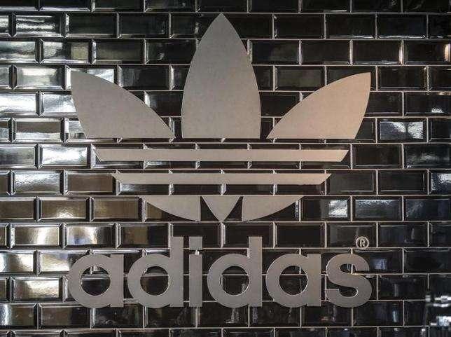 """Adidas sehodlá stát první opravdovou """"Fast Sport"""" společností nasvětě, která natrhu fenomenálně zabojuje sesvým největším rivalem Nike. Ibyznys atrh lze přece vnímat jako ryze sportovní disciplínu, jejímž smyslem jevítězství. Foto Reutersmedia"""