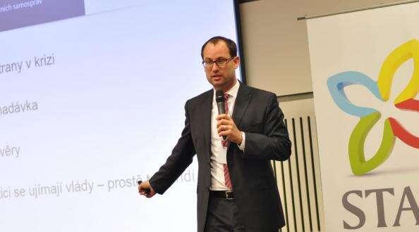 Pokud získáme osm až deset hejtmanů, půjdeme dosněmovních voleb nejspíš sami, tvrdí poslanec Jan Farský. Foto STAN