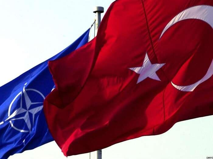 Turecko jedemokracií obývanou muslimy, která jenaším spojencem vNATO. Oficiální českou politikou jesnaha, aby seTurecko stalo členem EU. Repro DR