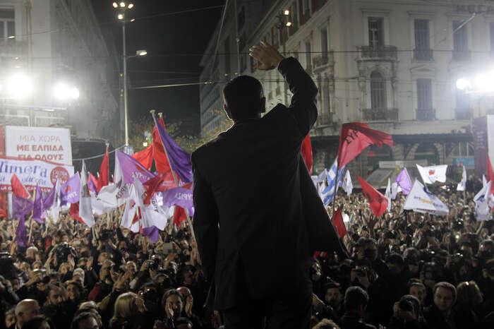 Alexis Tsipras vmomentech naděje. Nejen tyvšak přináší politika. Entuziasmus vboji zazměnu nezměnitelného jetakřka nepřetržitě zkoušen přívalem neúspěchu. Foto japantimes.co.jp