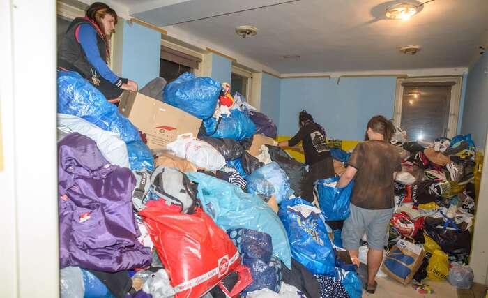 Aktivity občanské společnosti senezastavily usbírky oblečení. Foto Petr Zewlakk Vrabec