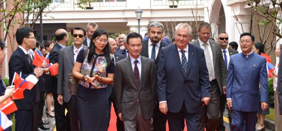 Zemanův čínský poradce byl vČíně obviněn zkorupce. Repro DR