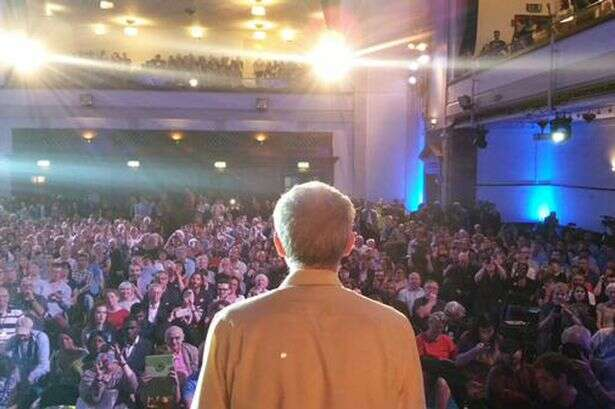 Jeremy Corbyn, zkušený azásadový politik, který svou politickou kariéru spojil sbritskou Labour Party, jakkoli vždy patřil kjejímu levicovějšímu křídlu. Foto links.org.au