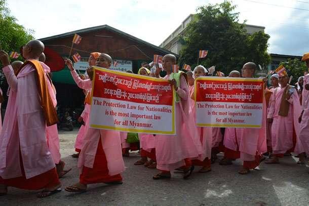 Proti kandidatuře muslimů protestují vládou podporované organizace. Foto Irrawaddy.org