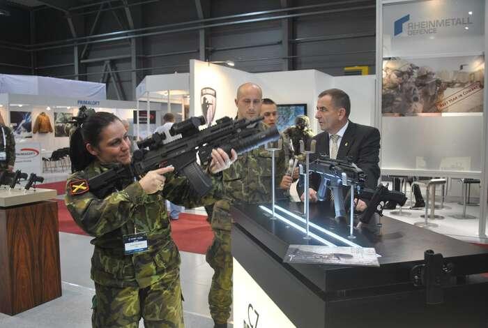 Se Saúdskou Arábií obchodují české zbrojovky, firma Tatra azajišťujeme ipřísun rozbušek. Foto Repro DR