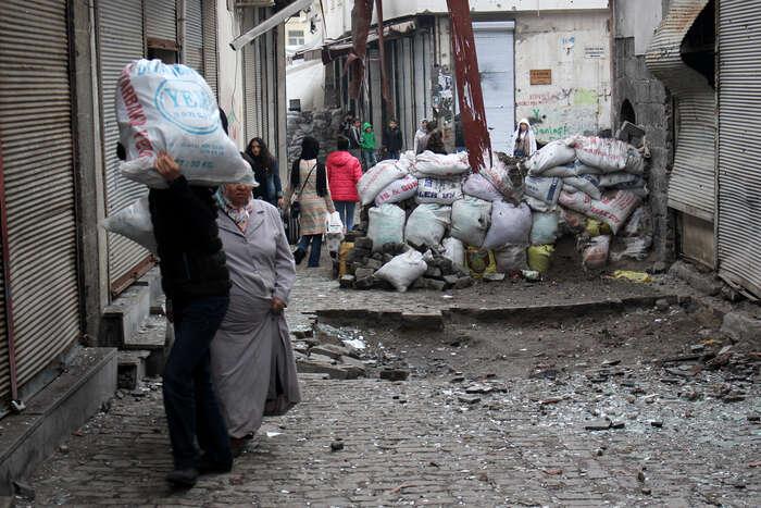 Kdo přežije pár let bojů naulici, odchází většinou dohor kopravdové PKK. Foto Vojtěch Boháč