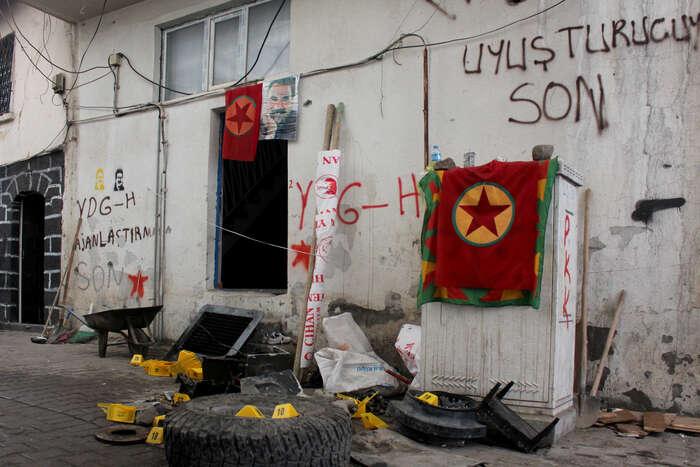 Co řekne Ocalan (na plakátu uprostřed), tostále platí. Foto Vojtěch Boháč