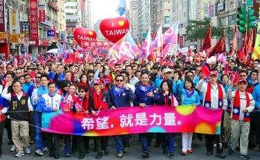 Na výsledek voleb měly zásadní vliv akce občanské společnosti vyjadřující odpor proti politice přílišných ústupků Číně. Repro DR