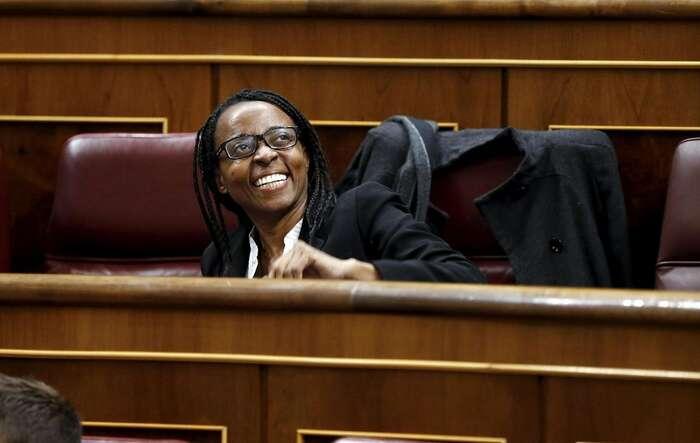 Podemos vnové sněmovně reprezentuje iRita Bosahová zAlicante, která jevůbec první španělskou poslankyní černé pleti. Foto NA, Twitter