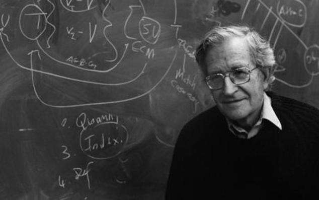 Noam Chomsky oslavil minulý rok jednadevadesáté narozeniny. Foto PopularResistance.org