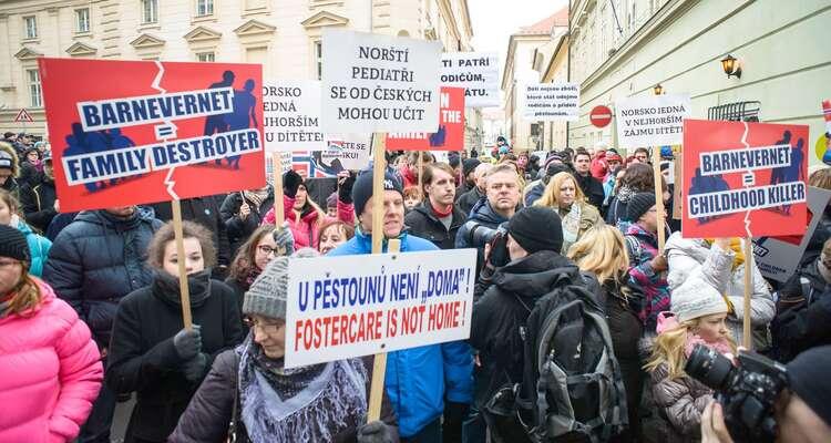 Demonstrace proti norskému Barnevernetu vPraze. Foto Petr Zewlakk Vrabec