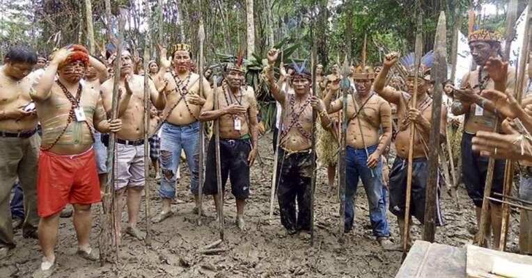 Peruánské komunity vzáří obsadili ropná zařízení iletiště. Foto commondreams.org