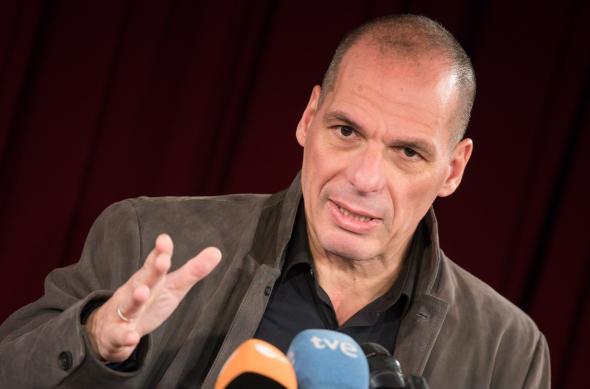 Mezi členy hnutí DiEM25 patří například Janis Varoufakis, Slavoj Žižek nebo Noam Chomsky. Cíl hnutí lze vystihnout sloganem EU bude buď demokratizována, nebo serozpadne . Fotohellasforce.com