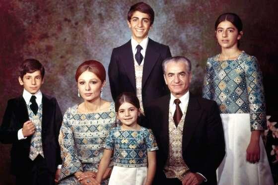 Když vÍránu Muhammad Rezá Šáh (syn Rézy Šáha) převzal moc, víceméně vpodobných reformách pokračoval. Byl posledním íránským králem, roku 1980 jej svrhl Chomejní. Repro DR