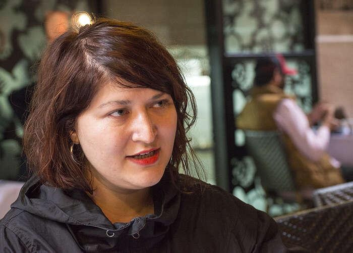 Deniz Bayramová: Věřím, že prožitá nespravedlnost umnoha lidí vzbudila větší empatii keKurdům. Lidé siříkají, cose asi děje jim, když serežim takto chová knám, kTurkům. Foto Jan Beránek
