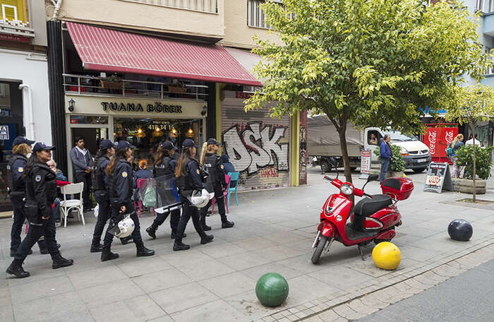 Policejní zásahy proti demonstracím jsou vdnešním Turecku běžnou praxí. Foto Jan Beránek
