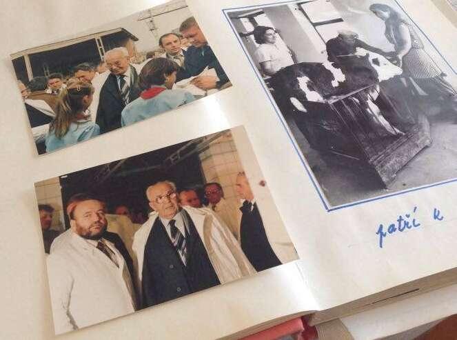 Fotografie zHusákovy návštěvy vHustopečích člověk najde vkronikách bývalých místních družstveníků. Repro DR