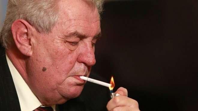 Pravice musí pochopit, že její kandidáti budou mít zhruba stejné naděje Miloše Zemana porazit jako tacigareta vjeho ústech. Repro DR