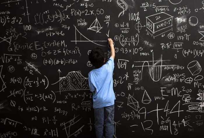 Povinná maturita zmatematiky poškodí mnoho talentovaných studentů, kteří byve svých oborech mohli být přínosem ipro společnost, ale nebudou, protože jí neprojdou. Foto mvslim.com