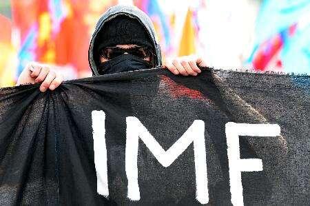 """Kacíři zanalytického týmu Mezinárodního měnového fondu (International monetary fund, IMF) dokládají, že jejich dosavadní """"jediné funkční nástroje"""" byly ajsou veskutečnosti nástroji naprosto nefunkčními. Foto libcom.com"""