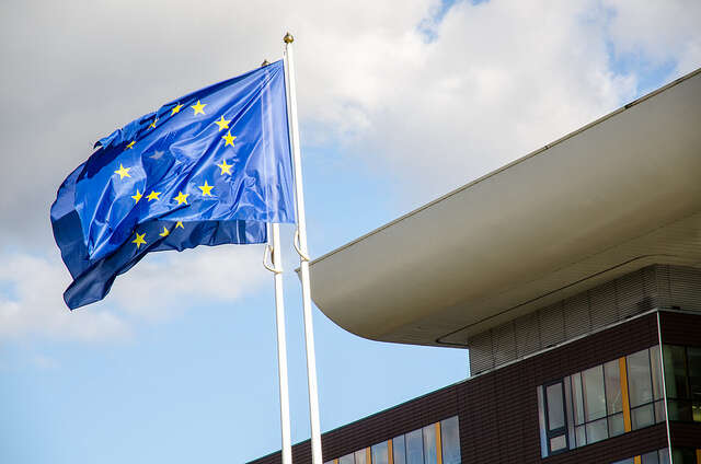 Evropská unie stojí stále nastejných zásadách jako před dvaceti lety. Proměnil sepřístup mnoha českých politiků. Foto Saša Uhlová, DR