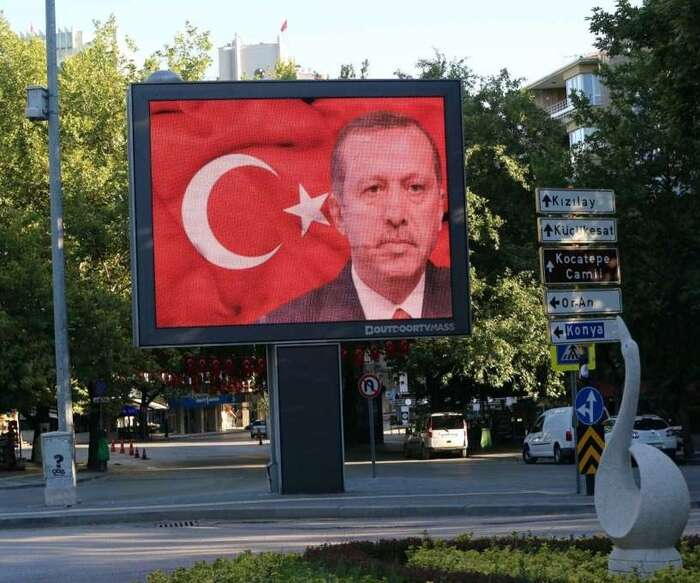 Režim prezidenta Erdogana využil převratu kuchopení ještě větší části moci. Foto Adem Osman, FB