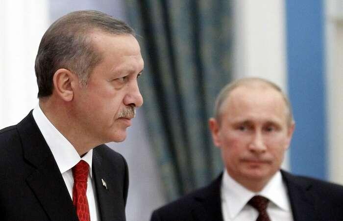 Recep Erdogan (vlevo) aVladimir Putin nastarší fotografii. Foto archiv Defence.pk