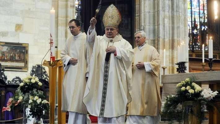 Dominik Duka byse měl odklerikální arogance posunout kekřesťanské službě. Foto ceskatelevize.cz