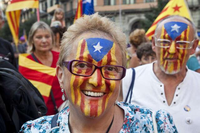 V otázce vlastního odtržení jsou Katalánci rozděleni nadva podobně velké tábory. Votázce práva napříslušné referendum jevšak většina jednoznačná. Foto archiv ElPeriodico.cat