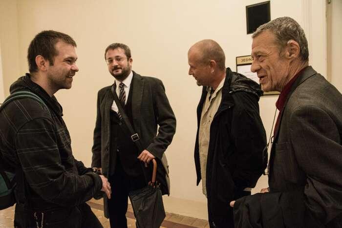 Martin Ignačák (vlevo) nachodbě Městského soudu vPraze. Foto Saša Uhlová, DR