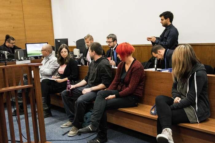Vyšetřování isoudní řízení jepro obžalované náročné zmnoha důvodů. Foto Saša Uhlová, DR
